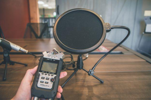 Voiko podcastia äänittää kriisiaikana, kun ei saa olla kasvotusten?